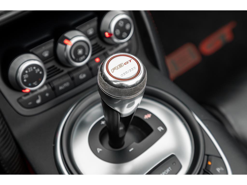 2012 Audi R8 GT Spyder Gearshift