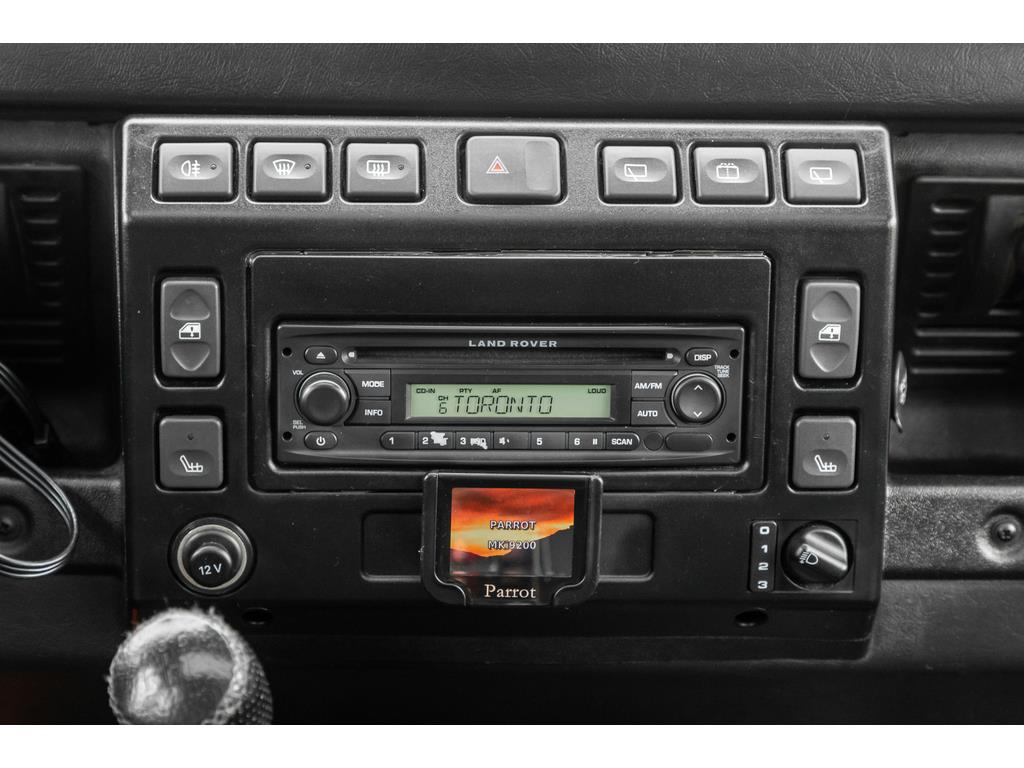 2002 Land Rover Defender Infotainment System