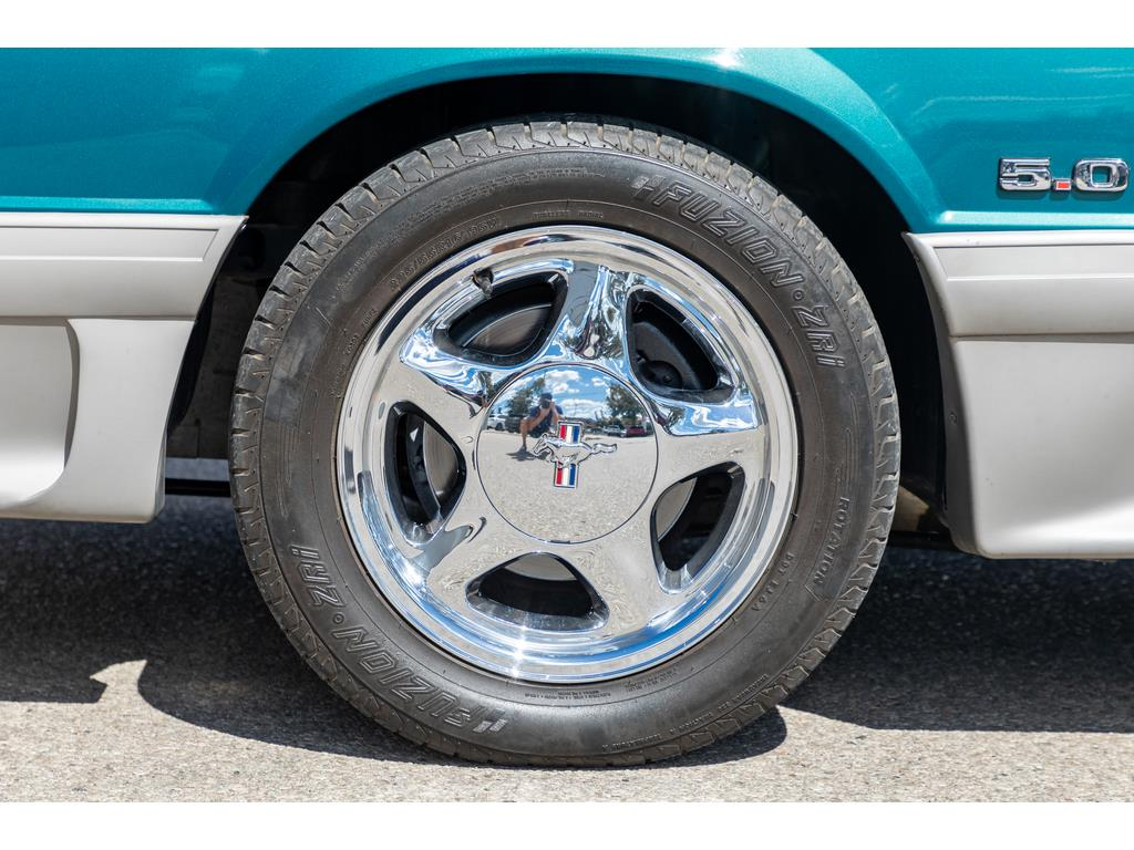 1993 Ford Mustang GT Wheels and Calipers